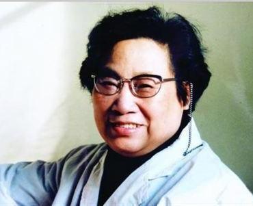 首位获诺贝尔医学奖的中国人——屠呦呦      Youyou Tu—La primera ganadora china del premio Nobel de Medicina